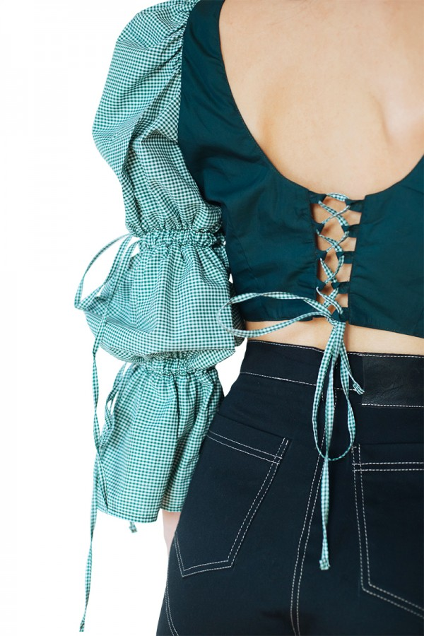 green cropped top with puffed sleeves1